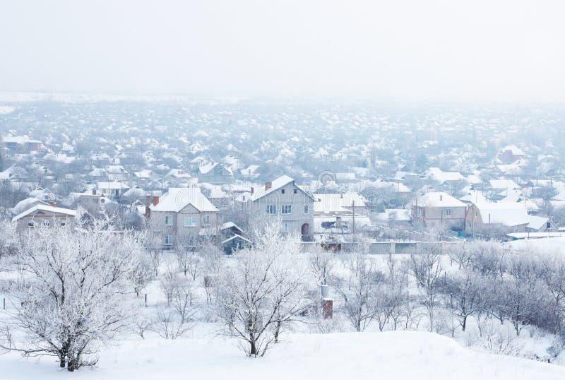 śnieg pod wioską zdjęcie royalty free