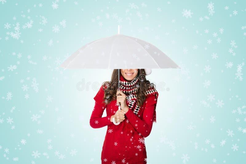 Śnieg spada na kobiecie pod parasolem obraz stock