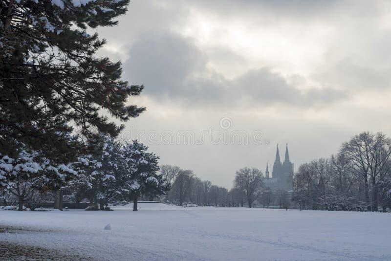 Śnieg w mieście Kolonia, Niemcy fotografia stock