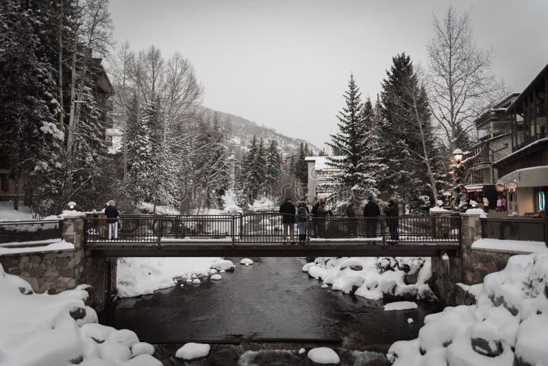Śnieg zakrywał most w Vail, Kolorado podczas zimy zdjęcie stock