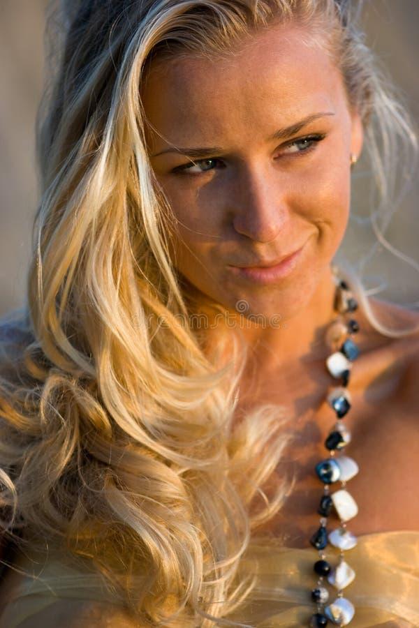 śródpolna blondynki dziewczyna obrazy stock