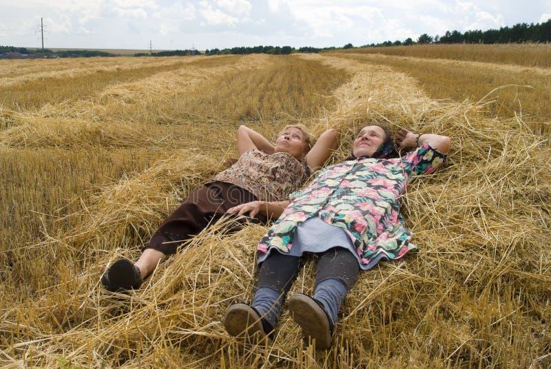 śródpolna stara dwa kobiety zdjęcie royalty free