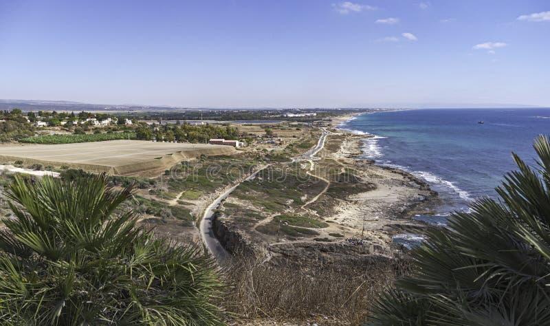 Śródziemnomorska linia brzegowa od Rosh HaNikra w Izrael fotografia royalty free