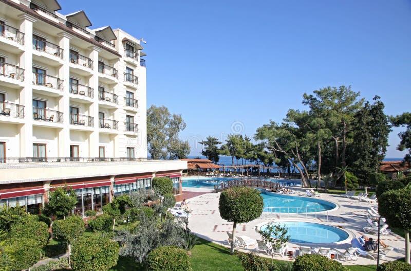 Śródziemnomorski hotel w kurorcie w Turcja obrazy stock