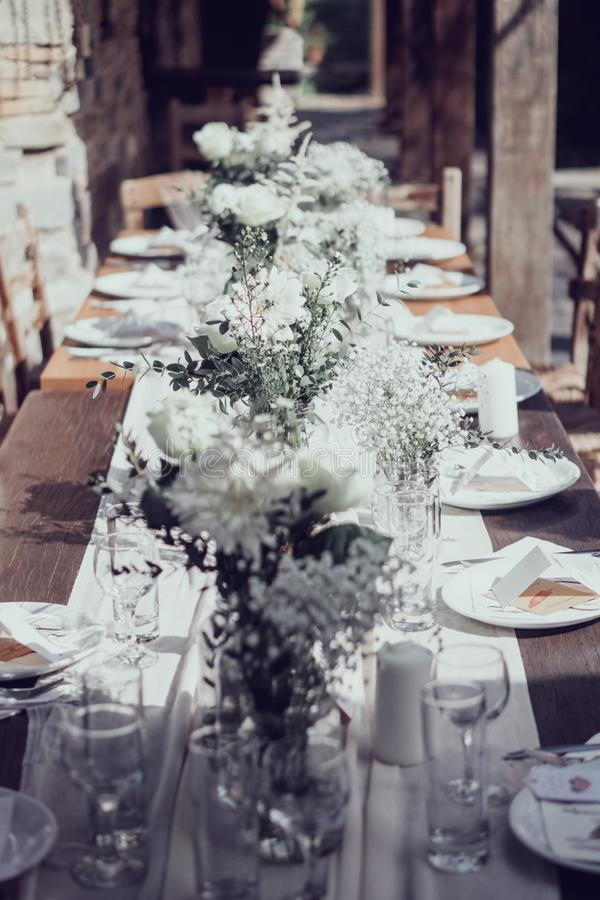 Śródziemnomorskie ślubne śniadaniowego stołu dekoracje zdjęcie stock