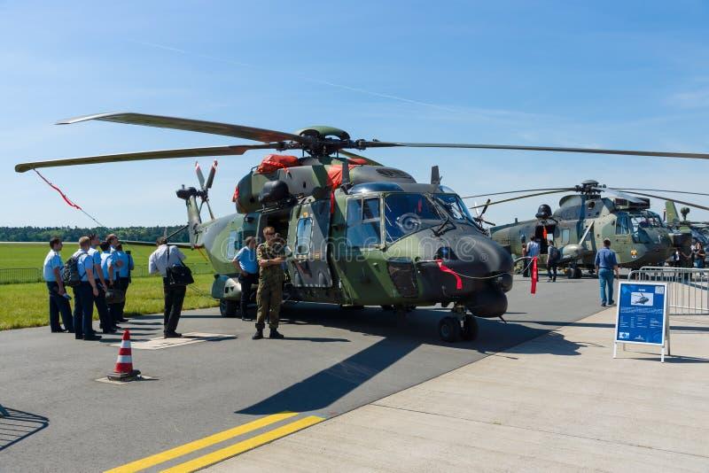 Średniej wielkości, dwusilnikowy, rola militarnego śmigłowcowego NHIndustries NH90 zdjęcie royalty free