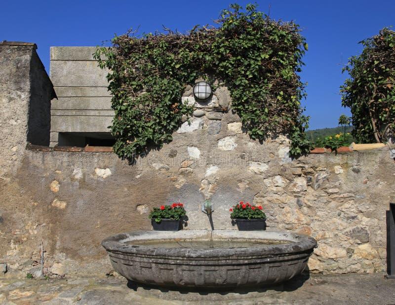 Średniowieczna kamienna wodna fontanna zdjęcia royalty free