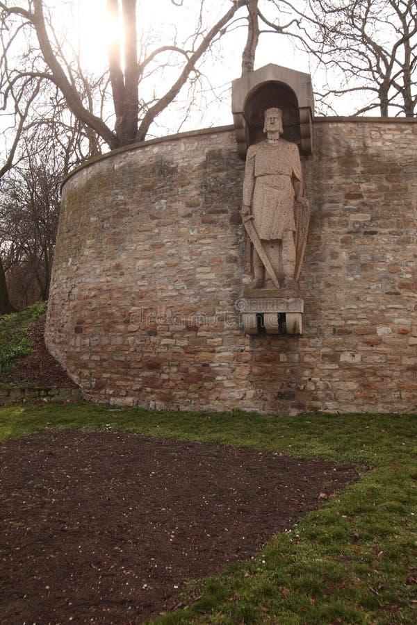Średniowieczna rzeźba królewiątko Henry Fowler w Merseburg, Niemcy zdjęcia royalty free