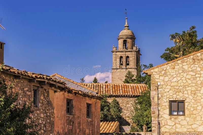 Średniowieczna wioska Medinaceli i kopuła uczelniany kościół St Mary wniebowzięcie Soria Hiszpania fotografia stock