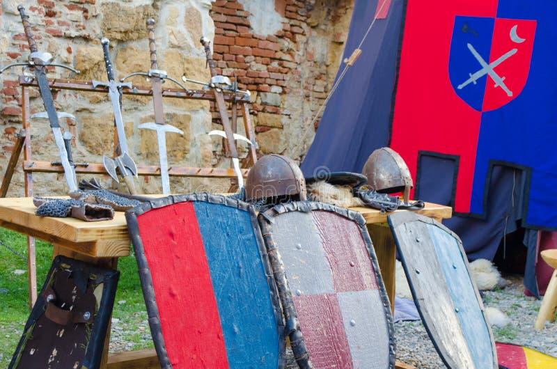 Średniowieczna zbroja i walczący equipments obrazy stock