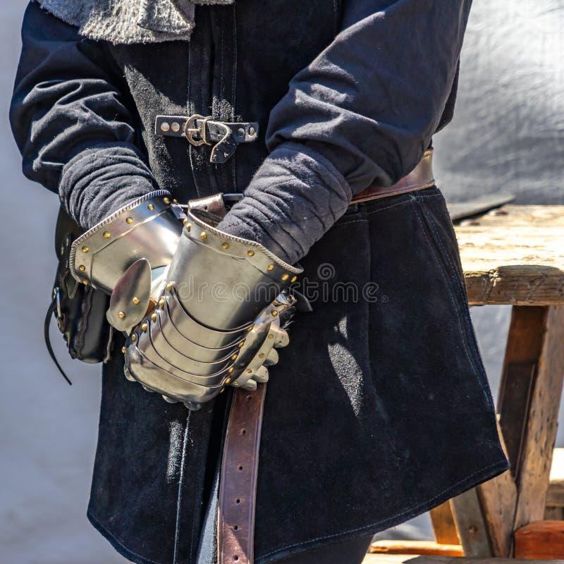 Średniowieczne rękawiczki rycerz dato che ochrona robić zupełnie metal, zdjęcia royalty free