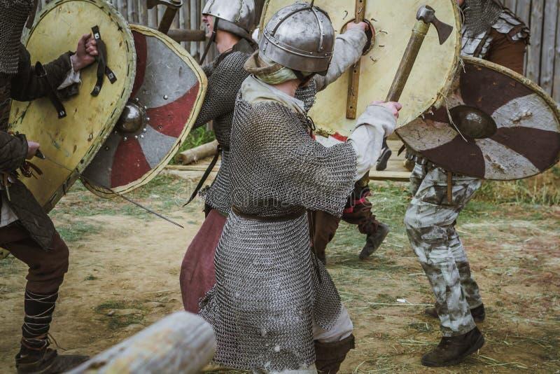 średniowieczni batalistyczni rycerze zdjęcia royalty free