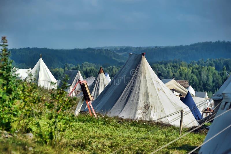 Średniowieczni campingowi namioty fotografia stock