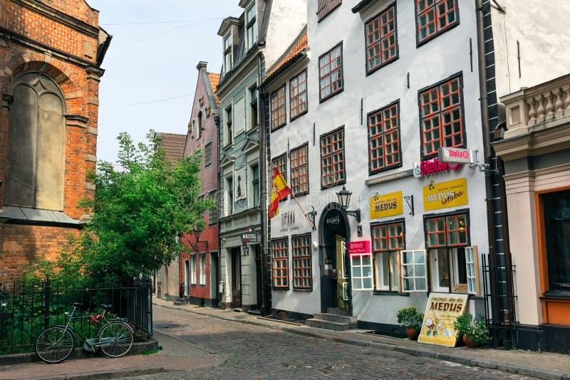 Średniowieczni domy na Jana ulicie w lecie latvia stary Riga obraz stock