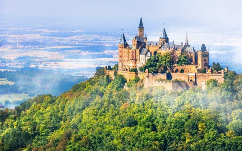Średniowieczni kasztele Niemcy - imponująco Hohenzollern fotografia stock