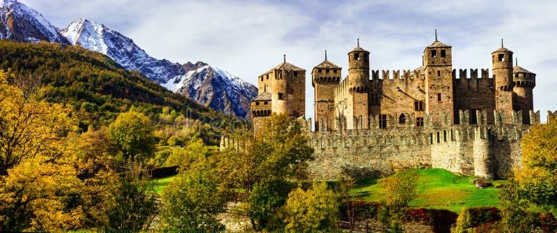 Średniowieczni kasztele Włochy, Fenis w Valle Aost - obrazy royalty free