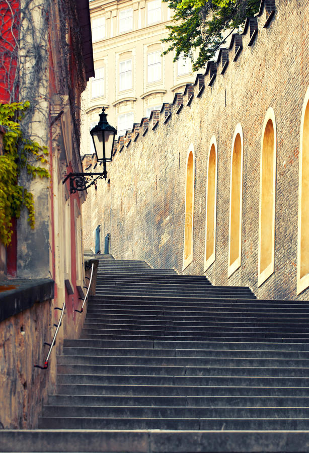 Średniowieczni schodki w Praga zdjęcia royalty free