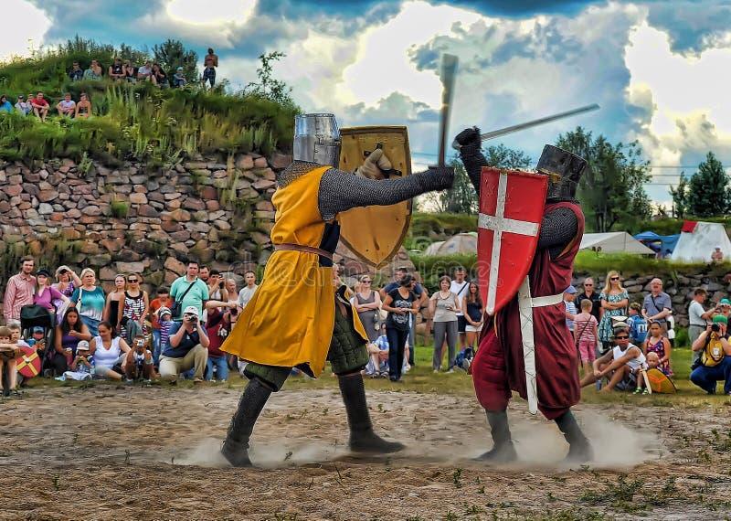 średniowieczni walczący rycerze zdjęcia stock
