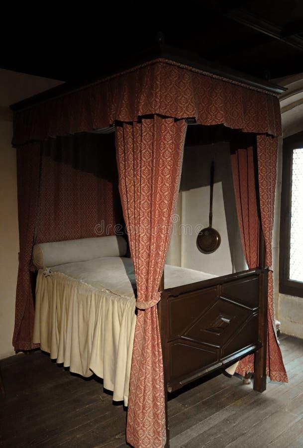 Średniowieczny baldachimu i zasłony łóżko zdjęcia royalty free