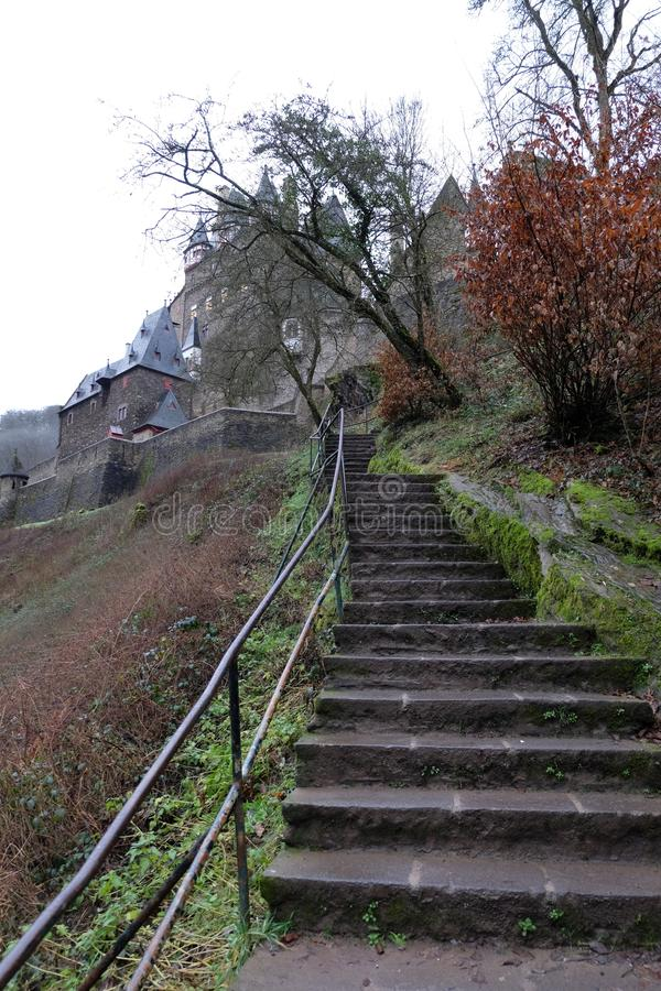 Średniowieczny Burg Eltz kasztelu schody zdjęcia royalty free
