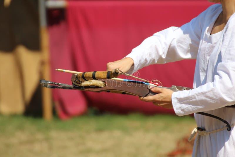 Średniowieczny drewniany crossbow w wystawie zdjęcie stock
