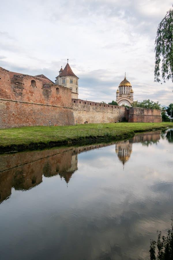 Średniowieczny Fagaras forteca i ortodoksyjna katedra St John baptysta, Brasov, Rumunia zdjęcie royalty free