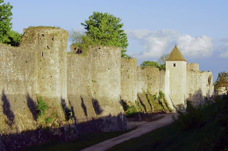 Średniowieczny góruje i ramparts zdjęcia royalty free