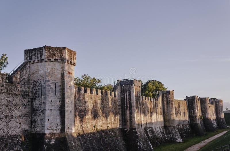 Średniowieczny góruje i ramparts zdjęcie royalty free