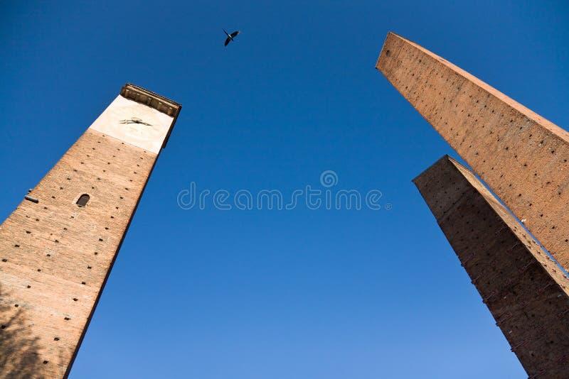 Średniowieczny góruje w Pavia, Włochy fotografia stock