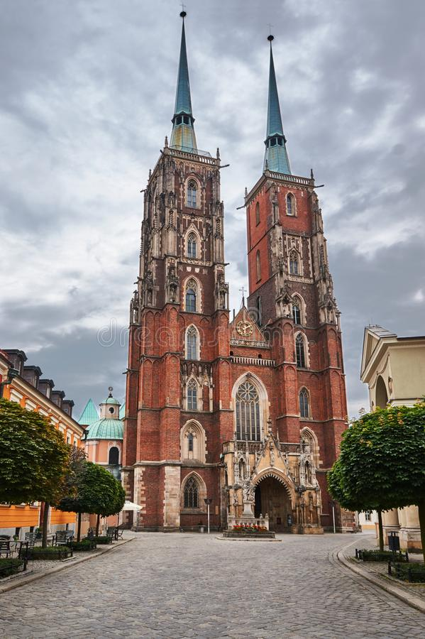 Średniowieczny, Gocki kościelny, góruje fotografia stock
