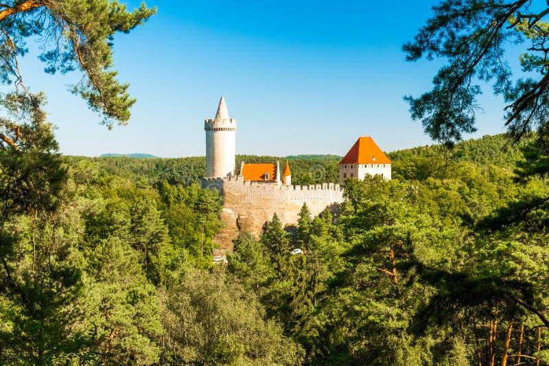 Średniowieczny gothic grodowy Kokorin, Kokorinsko ochraniał krajobrazowego teren, republika czech fotografia royalty free