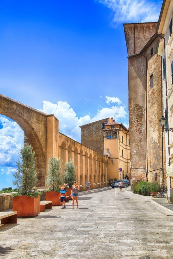 Średniowieczny grodzki Pitigliano budował tuff kamień, Tuscany, Włochy zdjęcia royalty free