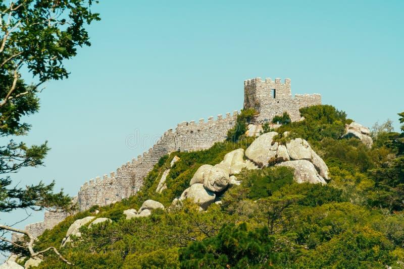 Średniowieczny kasztel Cumuje Castelo dos Mouros w Sintra, Portugalia zdjęcie stock