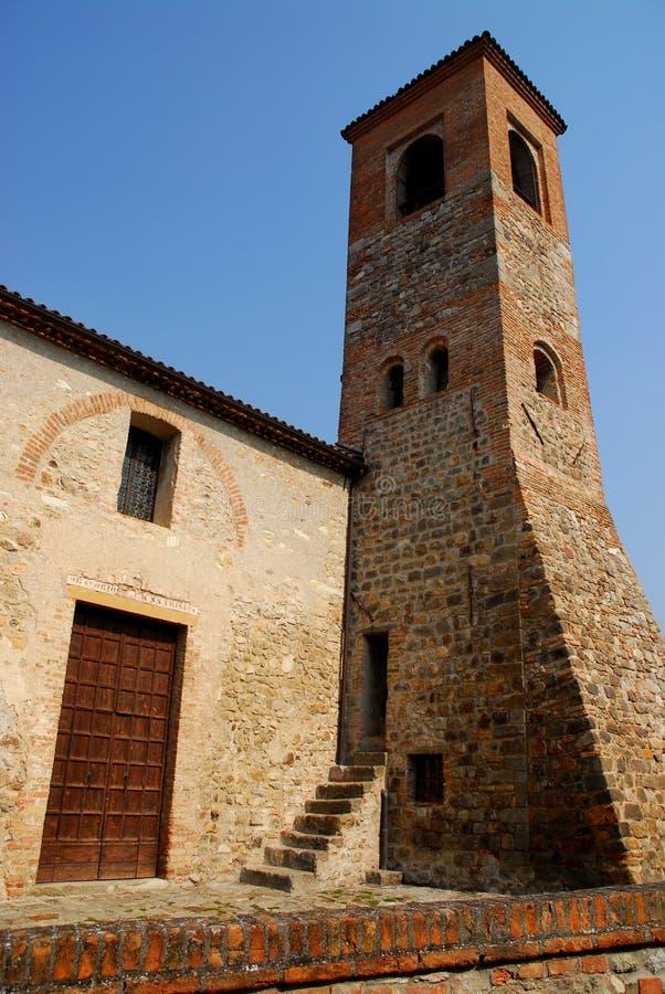 Średniowieczny kasztelu wierza w niebieskim niebie ArquàPetrarca Veneto Włochy zdjęcie royalty free