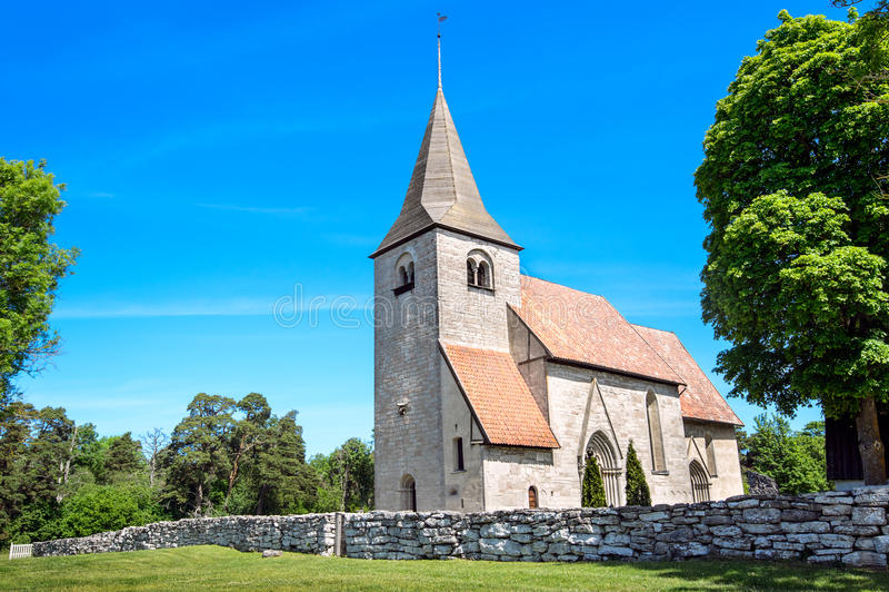 Średniowieczny kościół w Gotland, Szwecja obraz stock