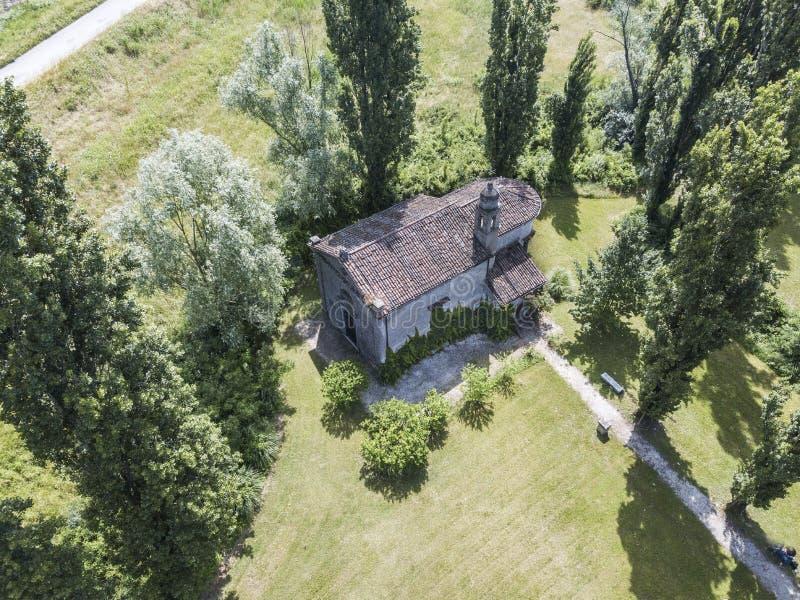 Średniowieczny kościół w Włochy, obrazy stock