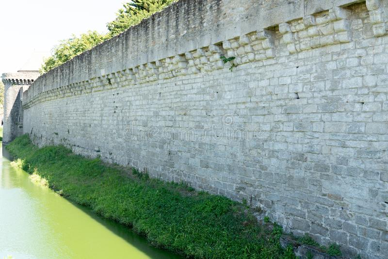 Średniowieczny miasteczko Guérande ramparts i fortyfikujący góruje i bramy fotografia royalty free