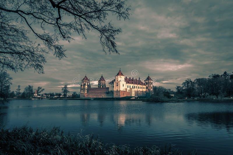 Średniowieczny Mir kasztelu kompleks w Białoruś fotografia royalty free