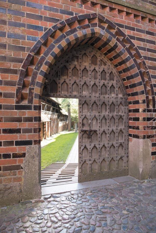 Średniowieczny wejściowego drzwi Malbork kasztel, Polska fotografia royalty free