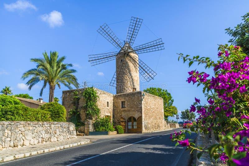 Średniowieczny wiatraczek w Palmie Mallorca, Balearic wyspa, Hiszpania obrazy stock