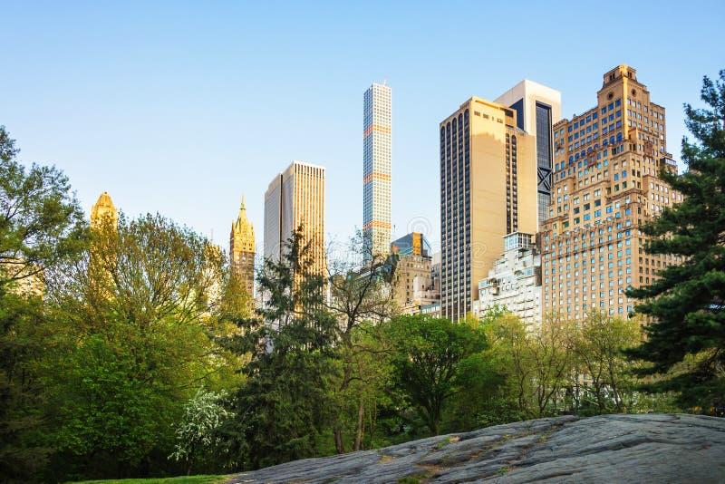 Środek miasta Manhattan z linią horyzontu drapaczy chmur central park wschód zdjęcie stock