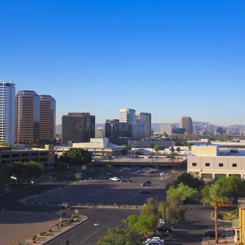 Środkowa aleja, Phoenix, Arizona, drapacza chmur strzał obraz royalty free