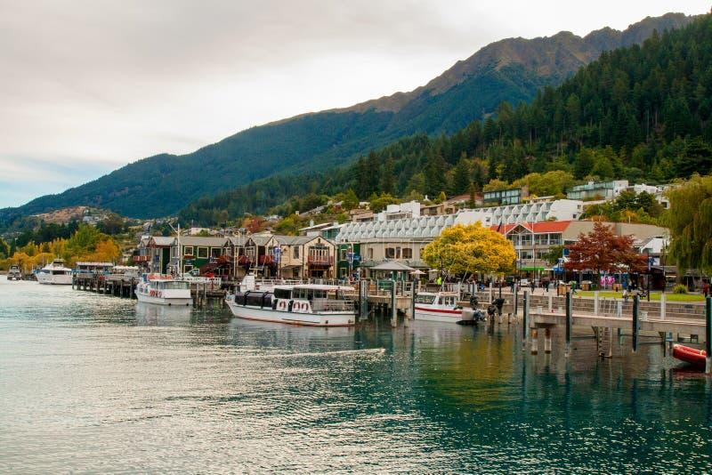 Środkowa część Queenstown miejscowość wypoczynkowa na jeziornym Wakatipu w Południowych Alps, Nowa Zelandia fotografia royalty free