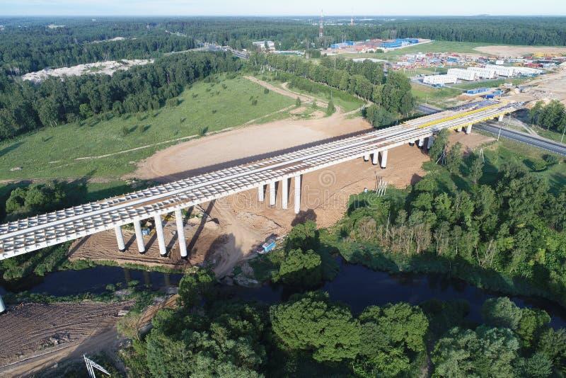 Środkowa obwodnica A-113, budowa Nowy most nad mokki rzeką zdjęcie royalty free