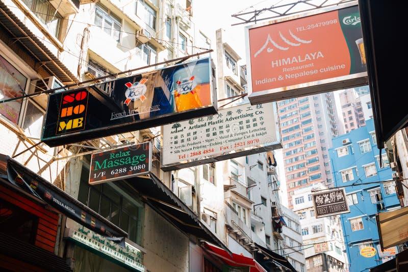 Środkowa Soho ulica, starzy budynki i signboard w Hong Kong, fotografia stock