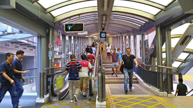 Środkowi w połowie poziomy eskalatory i przejście system w Hong kong obrazy royalty free
