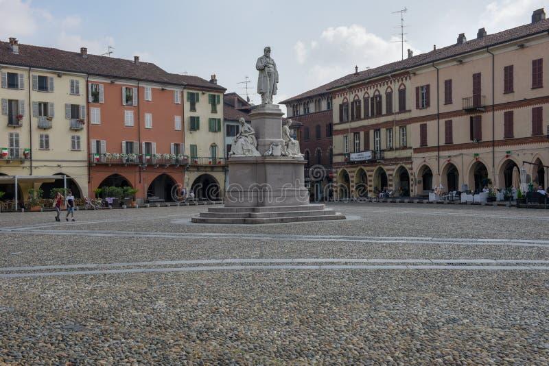 Środkowy Cavour kwadrat przy Vercelli na Włochy zdjęcie stock