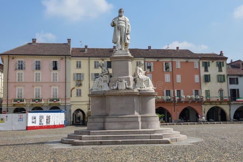 Środkowy Cavour kwadrat przy Vercelli na Włochy fotografia royalty free
