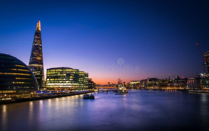 Środkowy Londyn od wierza mosta zdjęcia stock