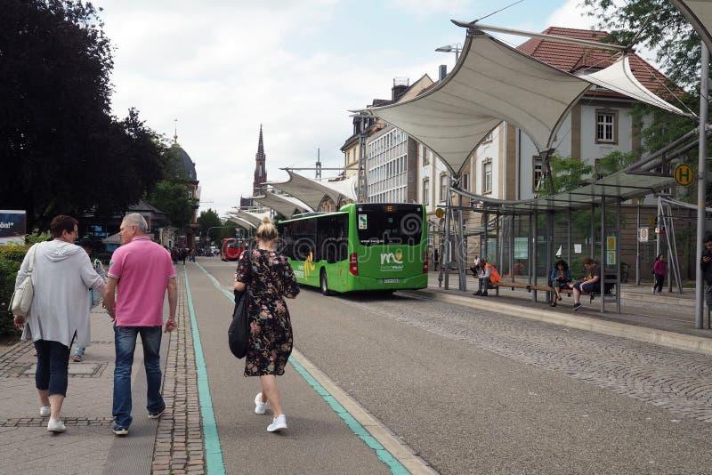 Środkowy przystanek autobusowy w Offenburg, Niemcy zdjęcie royalty free